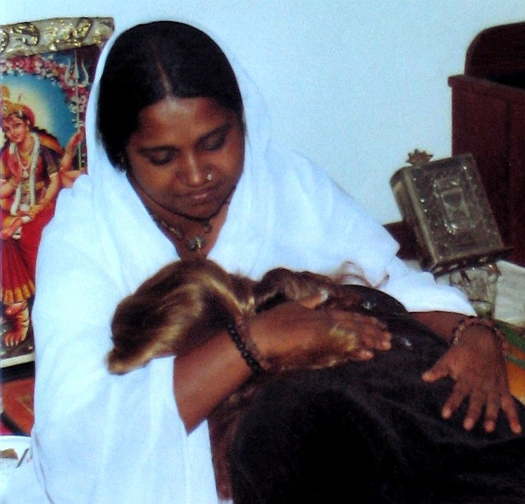 Hindu--Amma_Amritanandamayi_hugging_woman_SF_Yoga_Center_first_public_darshan_May_1987